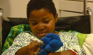 Cậu bé mồ côi mong về nhà vào Giáng sinh sau ca ghép tạng