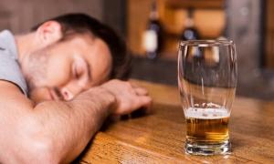 Người đỏ mặt khi uống rượu bia dễ bị ung thư