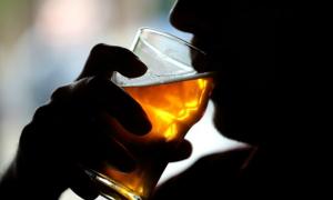 Hơn 3 triệu người chết mỗi năm do uống bia rượu