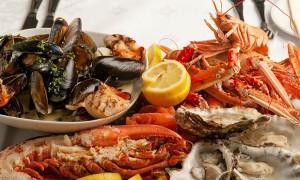 Vì sao ăn hải sản dễ bị dị ứng?