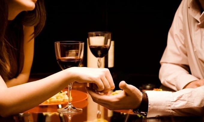 Nhầm tưởng uống rượu giúp kích thích tình dục