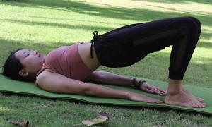Thắt đáy lưng ong với chuỗi động tác yoga