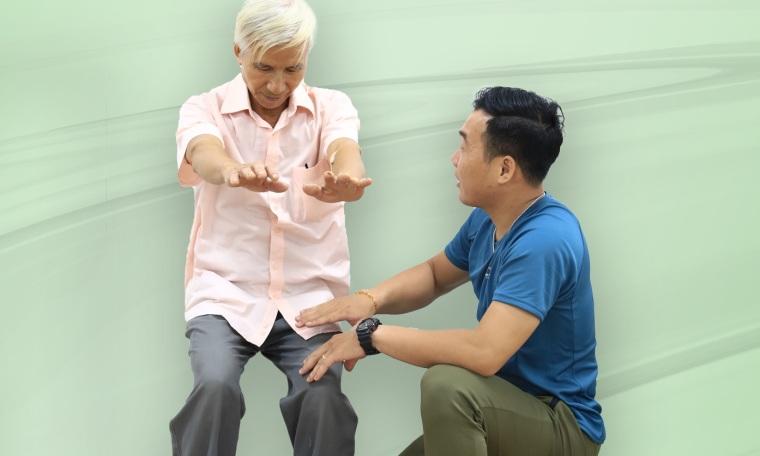5 bài tập giúp tăng sức khỏe, phòng té ngã cho người lớn tuổi