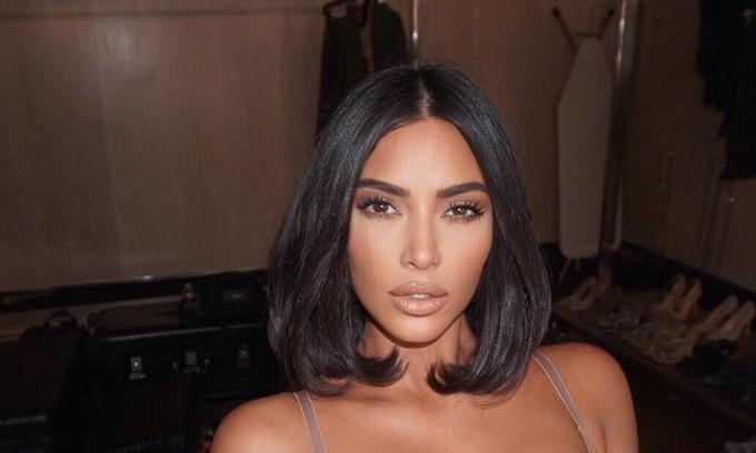 Bí quyết thắt eo con kiến của Kim Kardashian