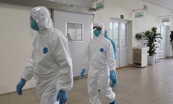 Thêm 20 ca nghi Covid-19 tại Bệnh viện Bệnh Nhiệt đới Trung ương