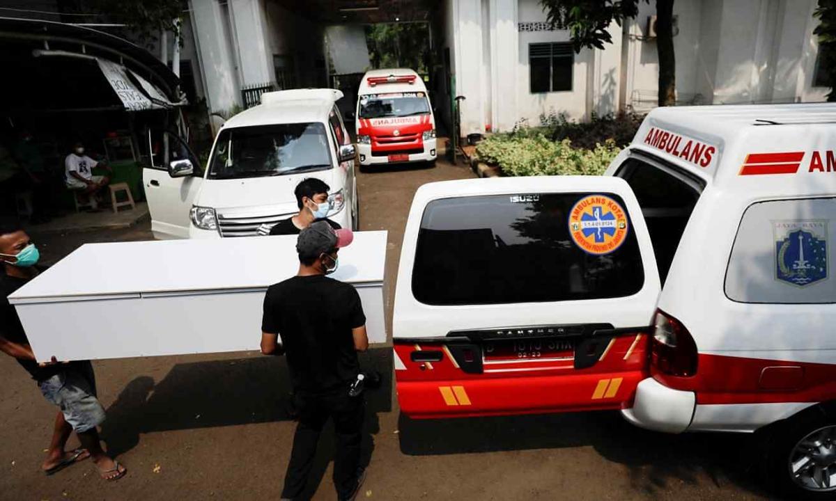 Hàng trăm người Indonesia chết khi chờ nhập viện