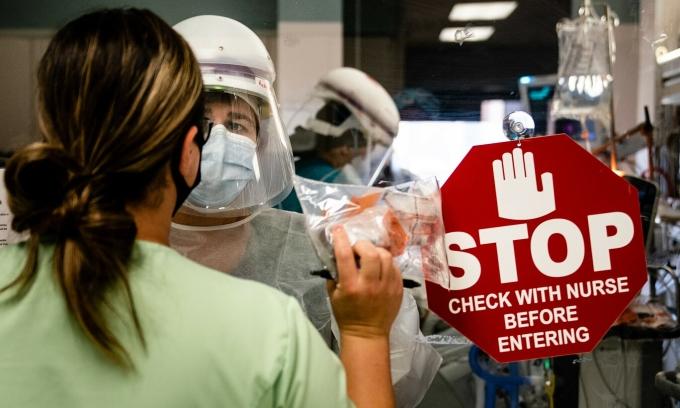 Vi khuẩn kháng thuốc sinh sôi trong đại dịch