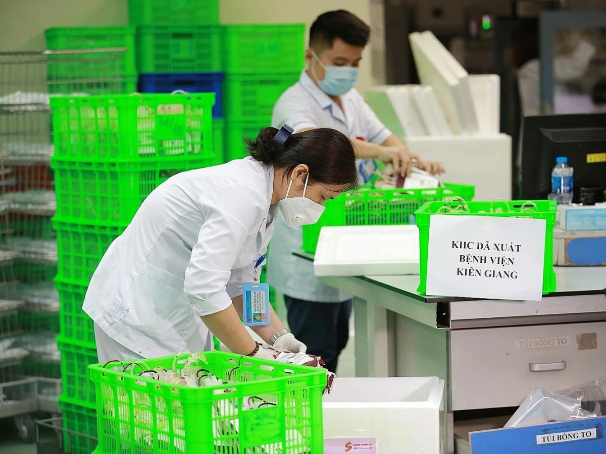 Chi viện máu cấp cứu cho Kiên Giang