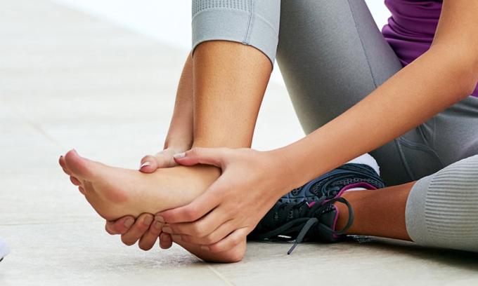 6 bài tập giảm đau chân do đi lại nhiều